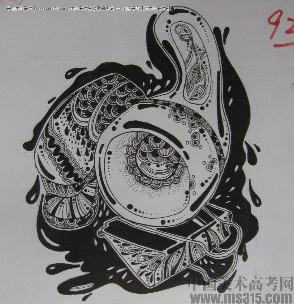 2015年四川美术学院设计基础(黑白装饰画)高分卷30图片